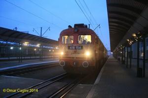 Il locomotore diesel MAV 416 154 (M41 Ganz) è pronto a partire dalla stazione di Tchop (Ucraina) alla testa del breve treno internazionale 6217 diretto a Zahony (Ungheria) il 03/01/2014